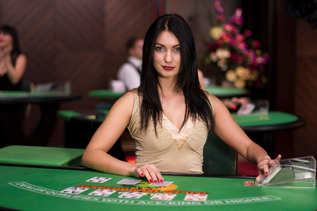 Live-Croupier Carribean Stud Poker Evolution Gaming